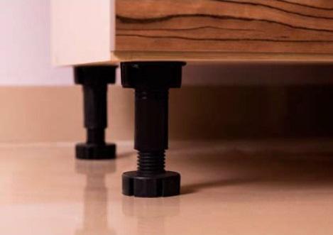Nožky 4 ks výška 15 cm pro kuchyňskou skříňku